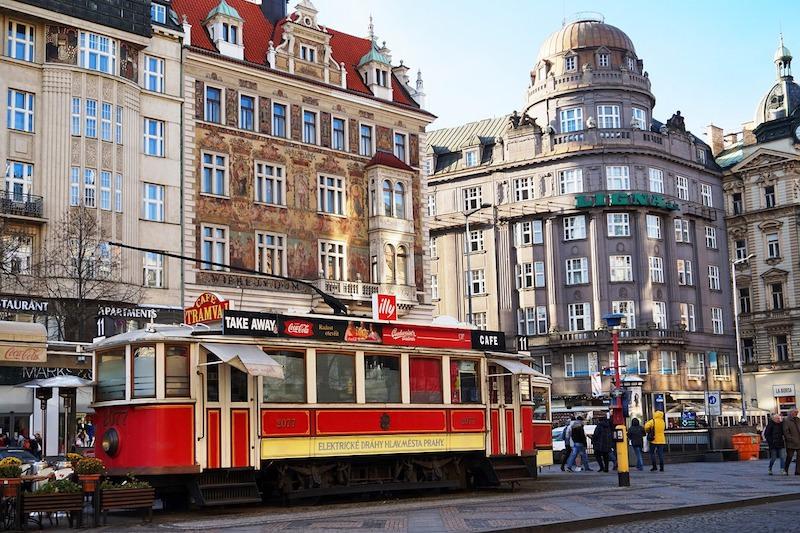 捷克 | 布拉格機場往返市區3條路線、公共交通票價攻略