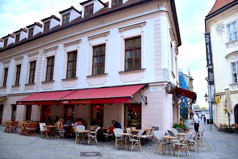 斯洛伐克 | 布拉提斯拉瓦:到Mondieu Cafe喝香醇義式濃縮咖啡巧克力