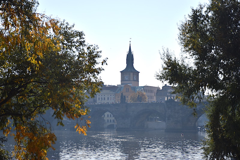 捷克 | 布拉格:賞遊查理大橋全景,伏爾塔瓦河左岸2條散步路線
