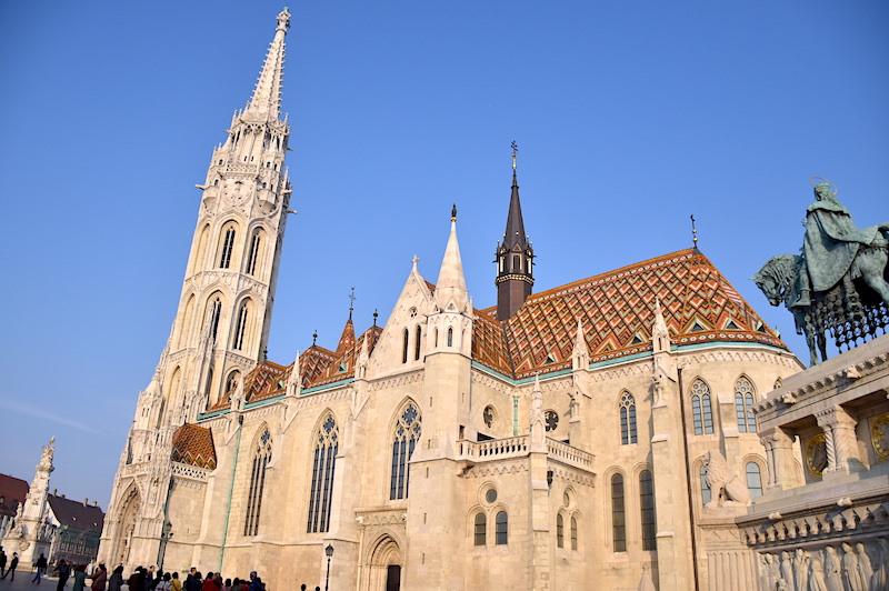 匈牙利 | 布達佩斯:漫遊多瑙河右岸3大景點,漁人堡.馬提亞斯教堂.布達城堡