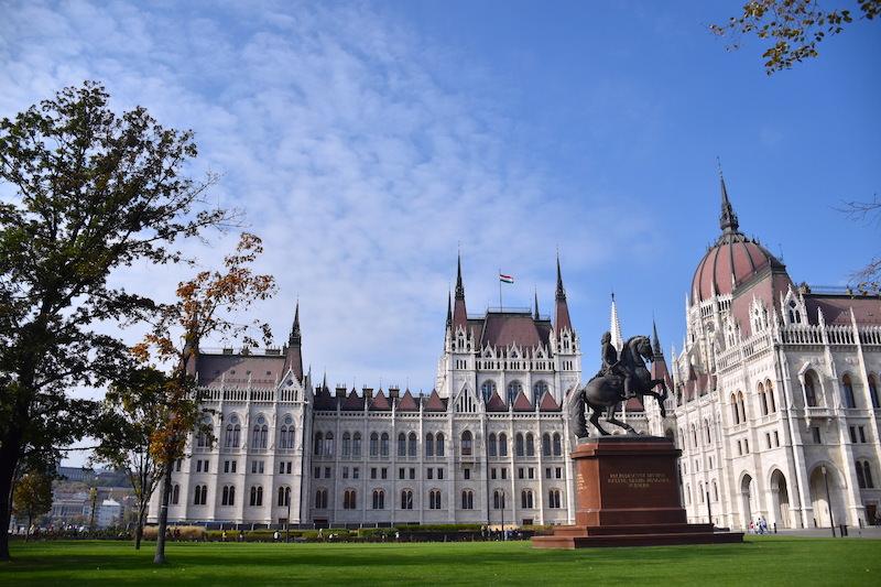 匈牙利 | 布達佩斯:搭電車漫遊多瑙河左岸4大地標景點