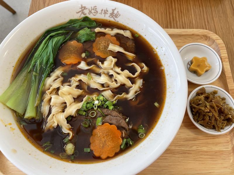 台北東區美食:老媽拌麵關廟麵大安店/現煮牛肉麵料理