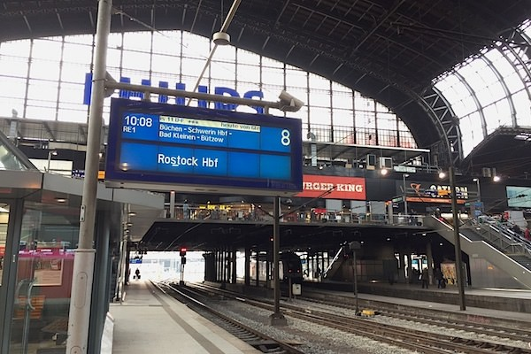 【德波。行】德國搭火車趣事談(一).漢堡~什未林:我的火車臨時換月台!