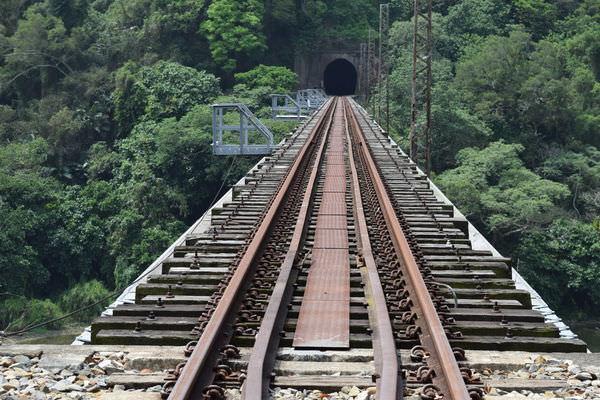 漫步苗栗舊山線鐵道秘境 遇見最美的七號隧道與鯉魚潭鐵橋