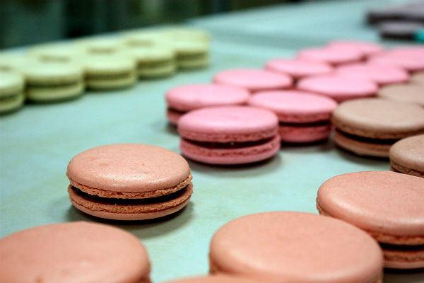 搶攻女性市場 | 馥莉食尚烘焙:邀你進入彩妝時尚甜點秀